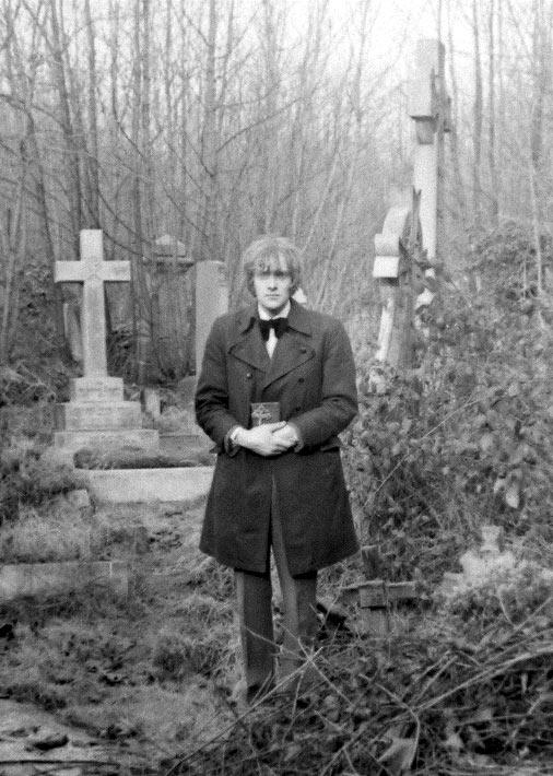 David-Farrant-Vampire-chase-in-Highgate-Cemetery-ps.jpg